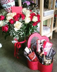 valentines-heart-hamper-and-flowers-v12