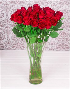 red-roses-in-a-glass-vase-f11