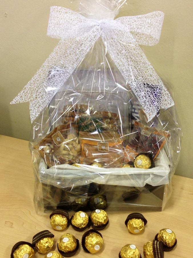 nuts-and-chocolates-hamper-h09