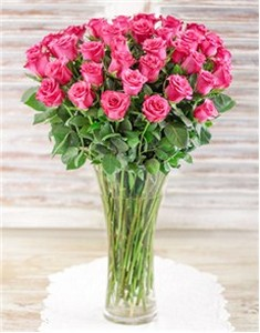 20-pink-roses-in-glass-vase-v08