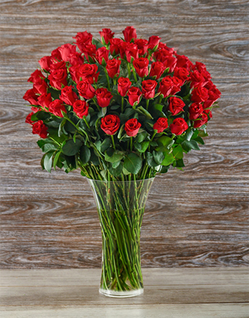50-red-roses-in-a-glass-vase-v17