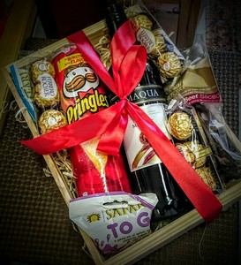 hamper-box-wine-chocolates-biltong--pringle-and-dried-fruit-h19