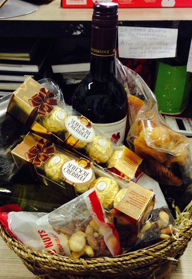 wine-nuts-biltong-and-chocolate-hamper-h18