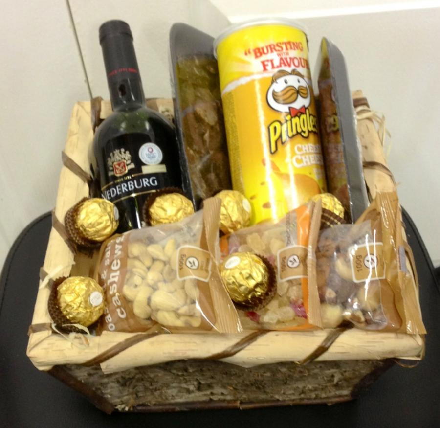 nuts-and-wine-hamper-h08