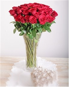 20-red-roses-in-a-glass-vase-v03