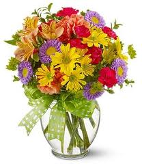 mix-flowers-in-a-glass-vase-f21