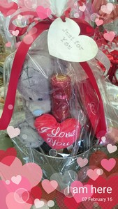 teddy-in-ice-bucket-sparkling-wine-and-chocolates-g11-out-of-stock-